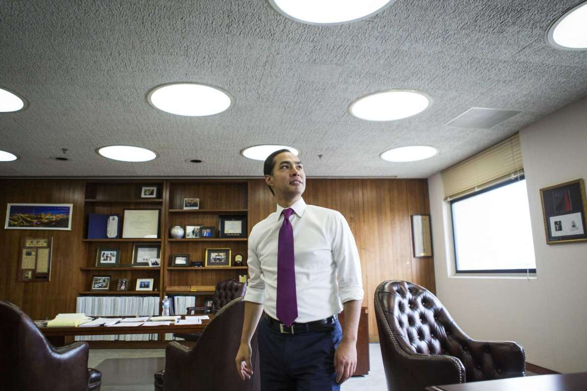 Julián Castro draws on HUD experience as 2020 candidates pitch affordable housing plans