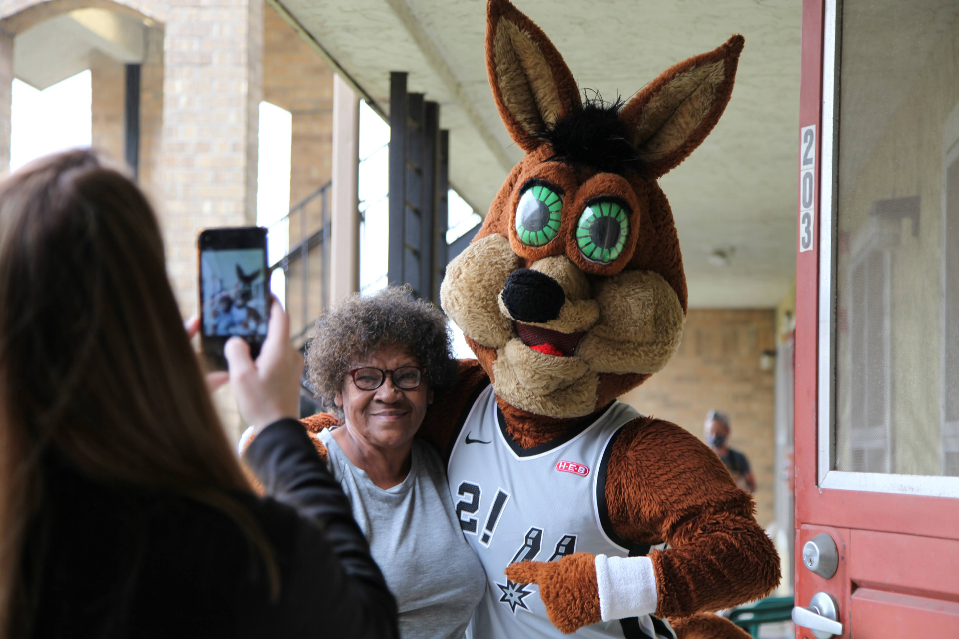 Spurs Coyote to Surprise Elderly with $100 Gift Cards